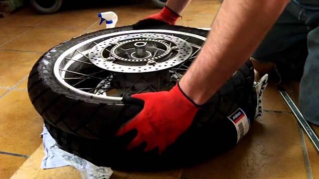 BMW r1200gs tyre change / Cambio de neumáticos